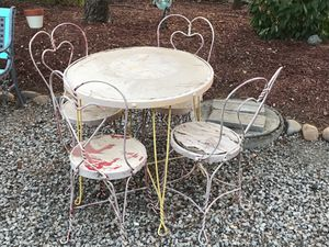 Ice Cream Parlor Table & Chairs Set for Sale in Lodi, CA
