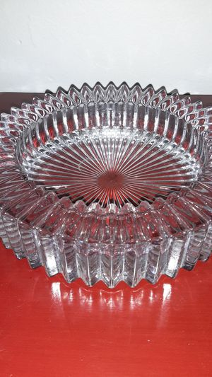 Spectacular Vintage Heavy Accordian Rimmed Glass Ashtray for Sale in Fort Lauderdale, FL