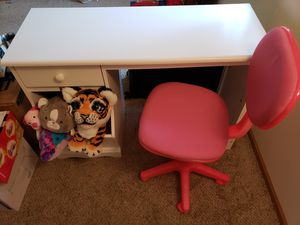 Kids study table and chair for Sale in Saint Paul, MN