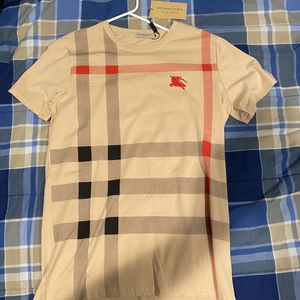 Mens Burberry T Shirt With Tag Size M (NEED GONE) for Sale in Huntington Station, NY