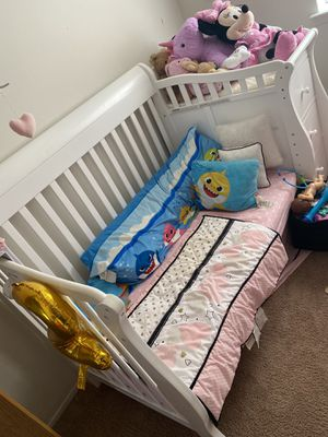 4 in 1 crib for Sale in Roseville, MI