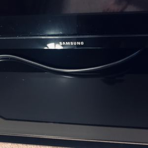 32 inch Samsung Tv-Not a Smart Tv and Tv Stand Selling together for Sale in Gilbert, AZ