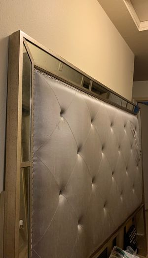Free King HeadBoard for Sale in Vancouver, WA
