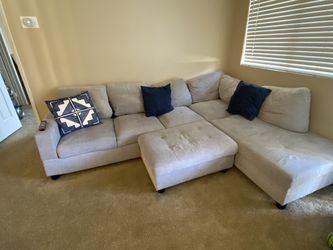 Grey Sectional Couch for Sale in Rancho Cucamonga,  CA
