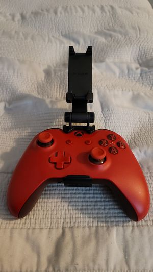 Xbox one controller with (gaming mobile clip ) for Sale in Spring Valley, CA