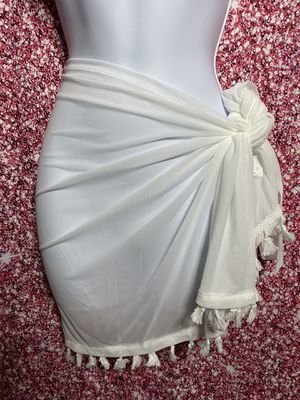 White bathing suit cover up. for Sale in Plantation, FL