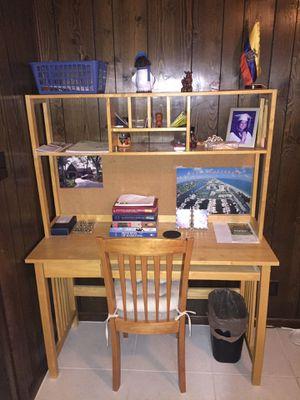 Desk with Hutch and built-in bulletin board for Sale in Miami, FL