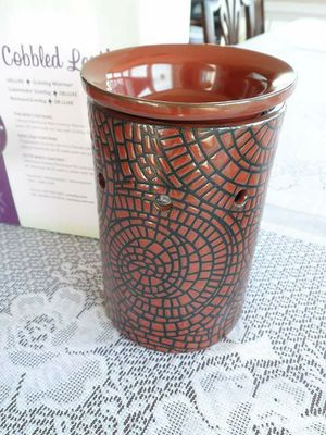 Brand NEW Scentsy Cobbled Leather Wax Tart Warmer Brown for Sale in Martinsburg, WV
