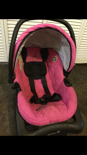 Minnie Mouse car seat with base for Sale in Chicago, IL