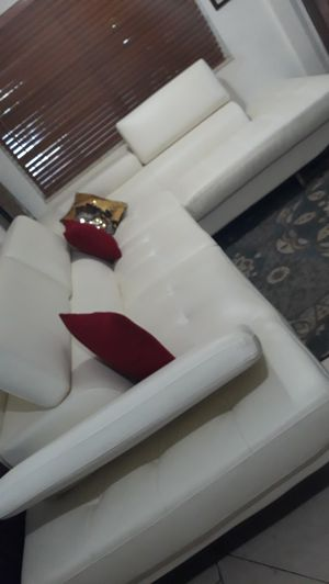 SECTIONAL LEATHER WHITE IN L...DELIVERY FREE for Sale in HALNDLE BCH, FL