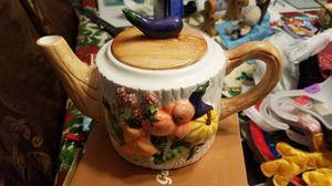 1994 Majolica ceramic garden elegance tea pot for Sale in Coral Springs, FL