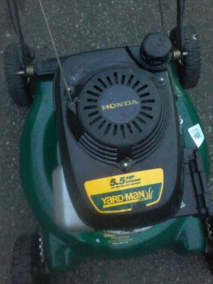 Easy to start lawn mower for Sale in Everett, WA