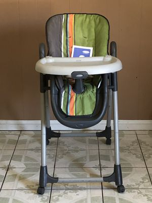 GRACO BABY HIGH CHAIR RECLINES for Sale in Riverside, CA