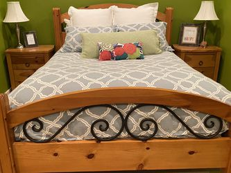 Pine & Iron Queen Bedroom Set for Sale in Seattle,  WA