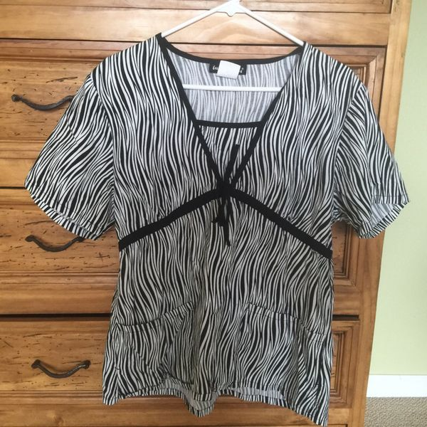 Offer Up Los Angeles >> Los Angeles Robe Scrub Top For Sale In Bonney Lake Wa Offerup