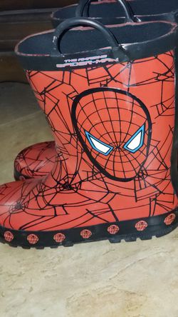Spiderman kids rainboots size youth XL 2/3 for Sale in Pflugerville,  TX