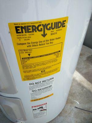 Water heater 30 gallon for Sale in Pompano Beach, FL