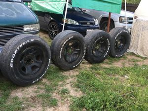 """Dodge Ram stocks 17"""" 265 70 17 for Sale in Fresno, CA"""