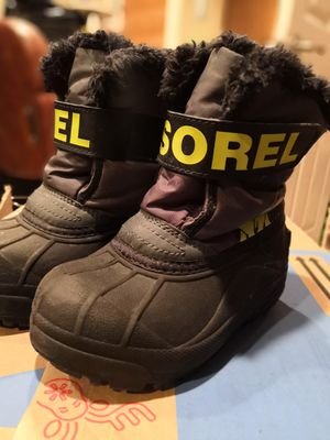 Sorel kids winter boots snow boots kids sz10 for Sale in Oak Forest, IL