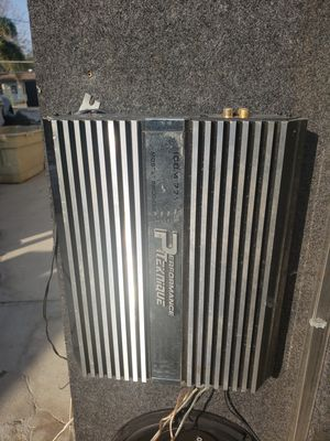 Use amp / speakers fits on silverado 1999 to 2005 $350 for Sale in Bakersfield, CA