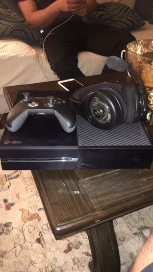 Xbox one with elite controller and wireless headset I'm doing it for 250 also have some games installed on the system like black ops 4 ufc 3 for Sale in Fairfax, VA