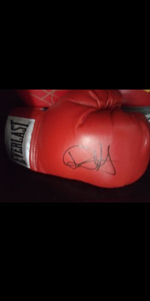 Autographed Danny Swift Garcia Boxing Glove for Sale in Humble, TX