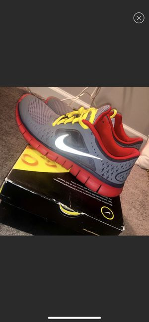 Nike Free Runs - Size 7y for Sale in Atlanta, GA