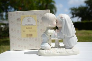 """Precious Moment """"Sealed With A Kiss"""" Figurine for Sale in Miami, FL"""