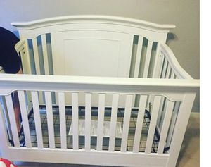 Munire 4in 1 convertible crib with brand new mattress for Sale in Springfield, VA