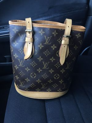 *AUTHENTIC* Louis Vuitton Bucket Bag for Sale in Corona, CA