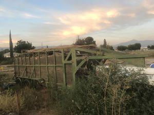 16x6half gooseneck trailer with 5 ft walks maybe haven't measured pulls awesome I just have two many selling to get a small Kabota tractor pink slip for Sale in San Bernardino, CA