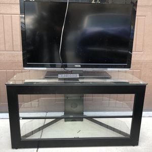 Toshiba TV 40 inches with TV Stand for Sale in Irvine, CA