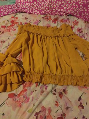 Off the shoulders yellow dressy shirt for Sale in San Antonio, TX