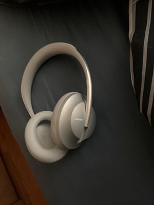 Bose cancelling headphones 700 for Sale in Parma, OH