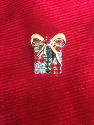 Holiday pin - Gift Box with Bow - brooch and more / accessories for Sale in Alexandria, VA