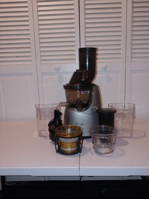 Kuvings whole slow juicer for Sale in Chicago, IL