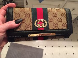 Gucci women's leather multicolor purse wallet for Sale in Austin, TX