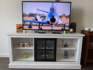 """43"""" LG 4K UHD TV with Table + Roku + 6 socket extension cable (can buy individual items $listed on description) for Sale in Milpitas, CA"""