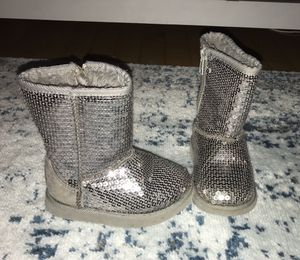 Girls size 7 sequin snow boots for Sale in Chicago, IL