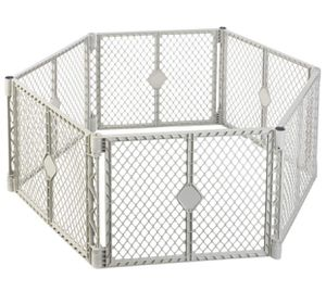 NORTH STATES SUPERYARD XT Baby or Pet Gate & Play Yard Indoor/Outdoor Plastic for Sale in Hollywood, FL
