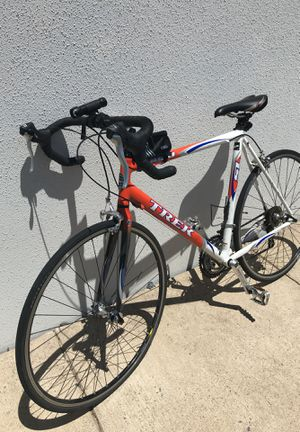 TREK 1000 ALUMINIUM LIGHT WEIGHT ROAD BIKE RECENTLY TUNED UP THERE IS NO PROBLEM ON THE BIKE for Sale in Ashburn, VA