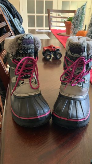 Girls size 4 London Fog snow boots! for Sale in Virginia Beach, VA
