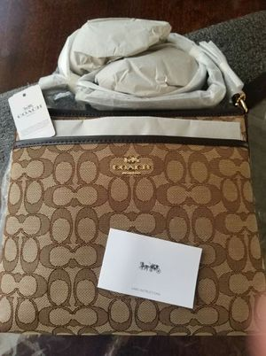 BNWT authentic Coach crossbody purse for Sale in Lincoln Acres, CA