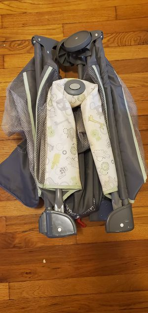 Foldable Graco pack n play with foldable mattress (Free) for Sale in Des Plaines, IL
