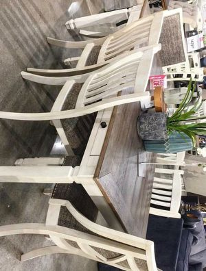 Pernalver Bolanburg Antique White/ White/ for Sale in Pflugerville, TX