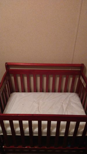Baby crib for Sale in Ravenna, OH