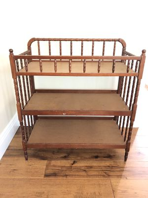 Spindle changing table for Sale in Alta Loma, CA