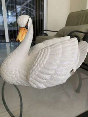 "Large Vintage ITALIAN POTTERY SWAN Statue Figurine Italy ETHAN ALLEN Bird RARE Measures 10.5"" x 7.5"" x 8"" for Sale in Hobe Sound, FL"