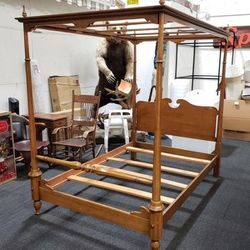 Gorgeous Full Sized Canopy Bed - Delivery Available for Sale in Everett,  WA