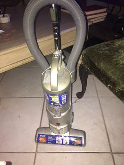 Shark bagless vacuum for Sale in Arlington,  TX